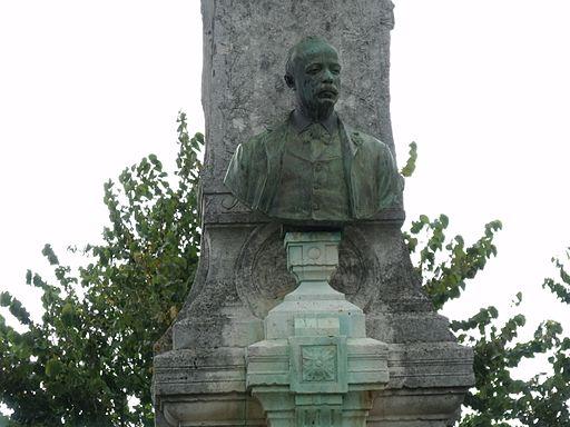 Monumento a Pietro Aldi in piazza Garibaldi a Manciano