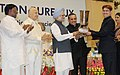 Manmohan Singh presenting the trophy for the best branch of CBI to Shri M.S. Khan, SP, CBI, ACB, Bhubaneswar, at the 19th Conference of CBI and State Anti-Corruption Bureaux, in New Delhi. The Union Home Minister.jpg