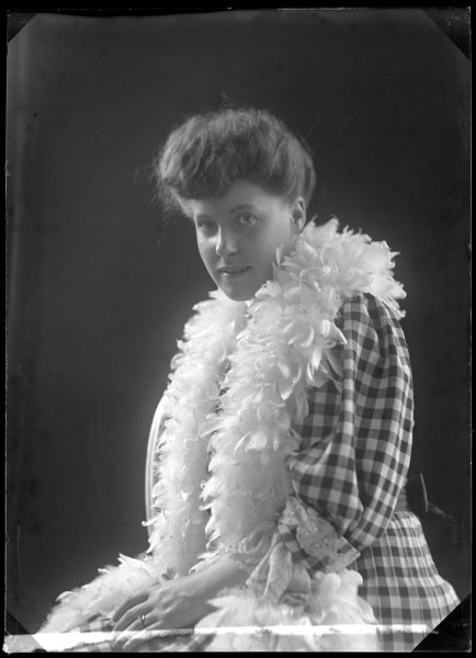 File:Maria Karlsson, dancer, undated portrait - SMV - GK005.tif