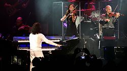 Mary Simpson and Samvel Yervinyan perform at Yanni's Concert in Bangalore (India) on 18-April-2014 as part of Yanni's 2014 World Tour.jpg