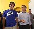 Mauricio Macri con Federer en la Bombonera (8284664463).jpg
