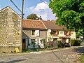 Montgrésin, commune d'Orry-la-Ville (60), maisons place des Fêtes.jpg
