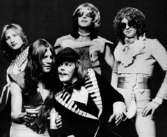 Mott the Hoople (1974).png