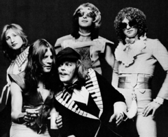 Mott the Hoople in 1974 (left to right: Dale Griffin, Ariel Bender, Morgan Fisher (front), Overend Watts, Ian Hunter)