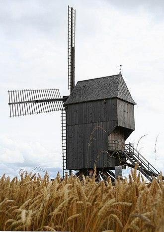 Champagne-Ardenne - Moulin de Valmy dans les champs