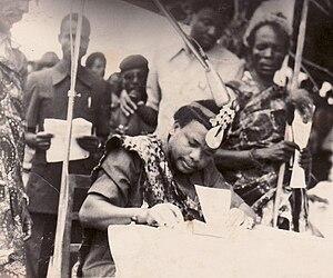 Vira people - Le roi Lenghe III Rugaza Kabale (père du roi actuel Lwegeleza III) en 1987.