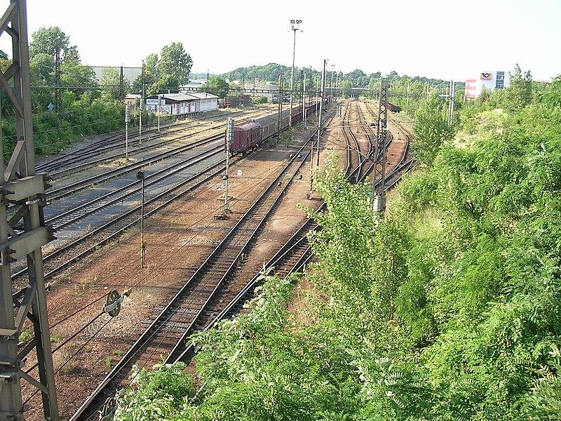 File:Nádraží Praha-Malešice, od Černokostelecké (01).jpg