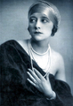 Nectara Isabella von Flondor um 1920.png