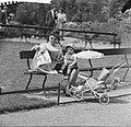 Nieuws uit Artis Moeder en kind in Artis in de zon, Bestanddeelnr 912-5660.jpg
