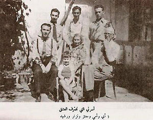 Nizar Qabbani - Qabbani with his family, his parents and brothers.