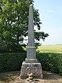 Noordpeene (Nord, Fr) stèle de la bataille du 11 avril 1677.jpg