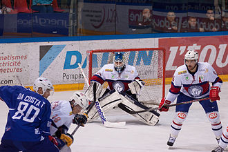 Norway men's national ice hockey team - Game between France and Norway at Patinoire Pôle Sud in 2013.