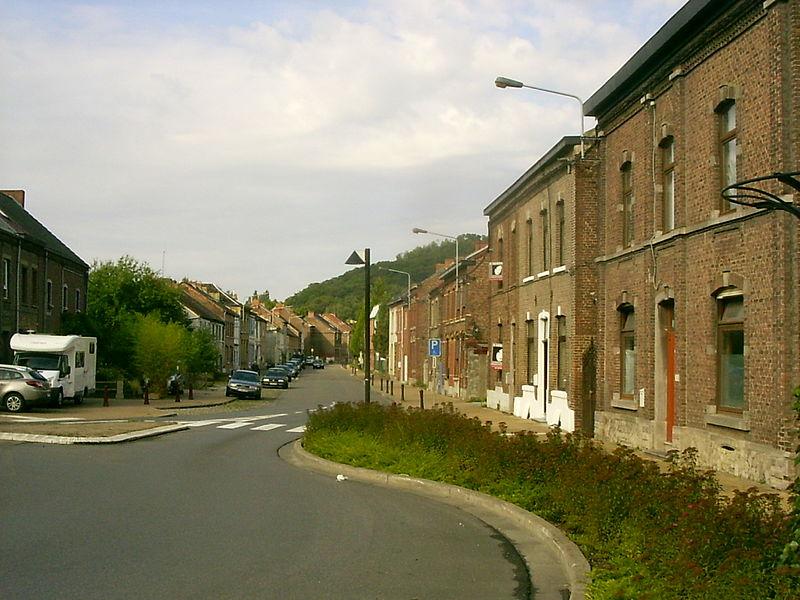 Oignies, de dorpsstraat vanaf het verkeersplein