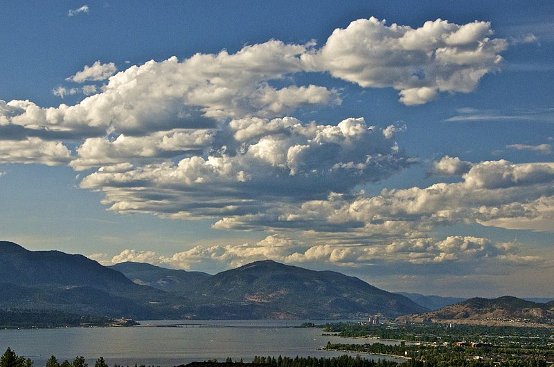 File:Okanagan Lake - panoramio (1).jpg