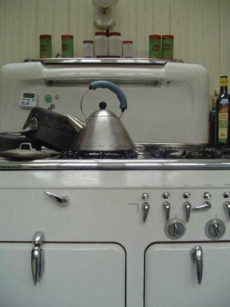 File:Old American stove.jpg