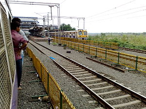 Dahisar railway station - On approach to Dahisar railway station