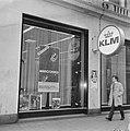Opdracht Columbia Film . Etalage KLM met affiche van film Marooned, Amsterdam, Bestanddeelnr 923-2977.jpg