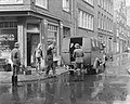 Opnamen voor de Anne Frankfilm in de Staalstraat te Amsterdam, scene waarin de g, Bestanddeelnr 909-7465.jpg