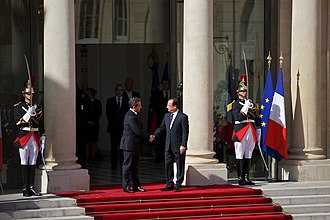 Élysée Palace - Outgoing President Nicolas Sarkozy and incoming President François Hollande, surrounded by Republican Guards, in the interior court during the  ceremony of transmission of the mandate in 2012.