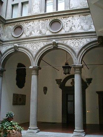 Palazzo Bartolini Salimbeni - View of the court.
