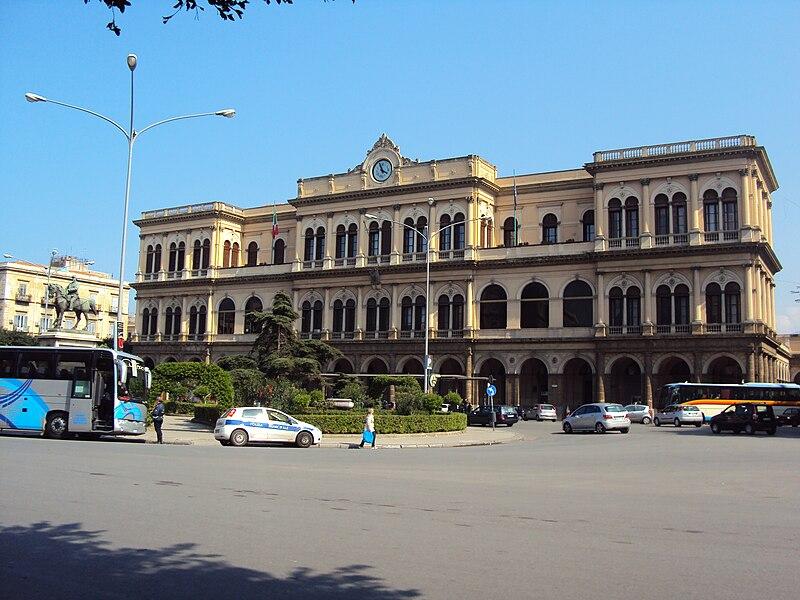 Palermo, ragazza 22enne stuprata alla stazione$