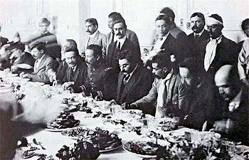 Pancho Villa%2C el presidente provisional Eulalio Guti%C3%A9rrez y Emiliano Zapata1