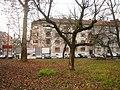 Park pred Gorenjskim kolodvorom, Šiška (4565824630).jpg