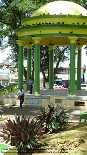 Pavilion at Ciudad Quesada, Costa Rica park.jpg