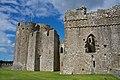 Pembroke Castle (15964003336).jpg