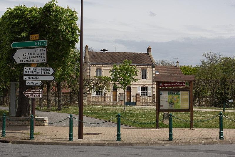 File:Perthes-en-Gatinais Mairie IMG 1944.jpg
