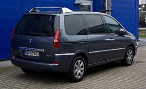 Peugeot 807 HDi FAP 135 Family (Facelift) – Heckansicht, 17. März 2012, Düsseldorf.jpg