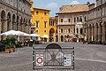Piazza del Popolo e Palazzo dei Priori.jpg