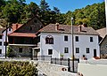 Platres Kloster Trooditissa Vorhof 2.jpg