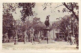 Simón Bolívar (Tadolini) - Image: Plaza Bolívar de Caracas 1904