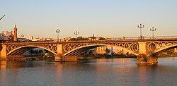 El reconocido puente de Triana.