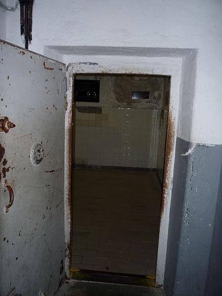 Fichier porte de la chambre gaz du camp de concentration - Existence des chambres a gaz ...