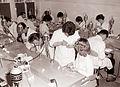 Praktične vaje slušateljev višje stomatološke šole v Mariboru v predkliničnem laboratoriju 1961 (2).jpg