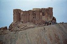Ruïnes van een oud stenen kasteel