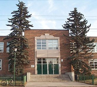 Gifted education - Queen Elizabeth High School in Calgary offers the GATE Program to both Division 3 and 4 (in total, Grades 7-12)