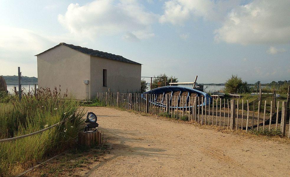 Bâtiment destiné aux pratiques ancestrales de pêche de l'étang de Biguglia.