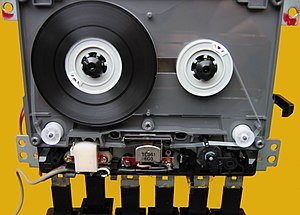 Tape transport - Threaded tape of an open Compact Cassette in the tape drive