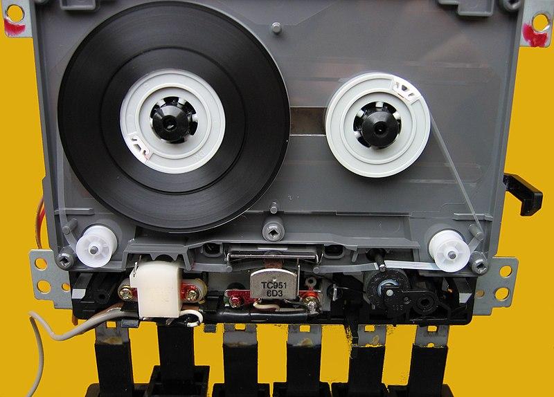 Fábrica de K7´s no norte 800px-Radiorekorder_Laufwerk_Wiedergabe_IMG_9069