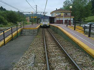 Cercanías Asturias - C-5 train at Pinzales
