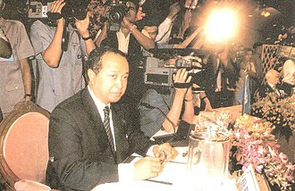 Norodom Ranariddh - Ranariddh giving a press conference to journalists in 1993