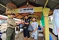 Relawan PKS memberi bantuan banjir di Padang 2.jpg