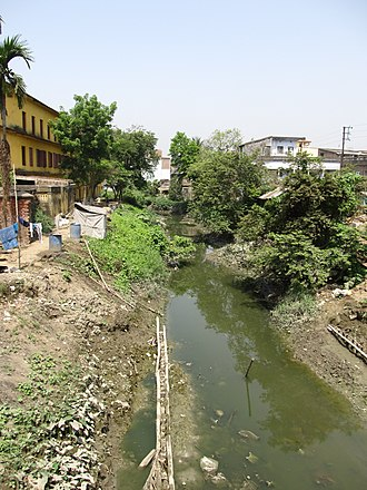 Saraswati River (Bengal) - River Saraswati passes through Andul, in 2012.  Prabhu Jagatbandhu college is seen at left.