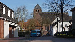 Südlohn - Image: Südlohn, Katholische Pfarrkirche Sankt Vitus Dm 1 in straatzicht foto 9 2016 04 02 10.00