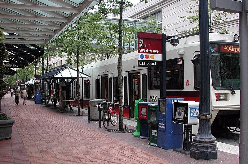 Portland MAX (Wikimedia)