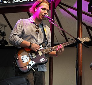 Fender Jaguar - Guitarist playing a Fender Jaguar at Sammersee-Festival 2015