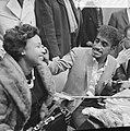 Sammy Davis jr in Nederland, tijdens persconferentie op Schiphol, Sammy Davis jr, Bestanddeelnr 916-1955.jpg